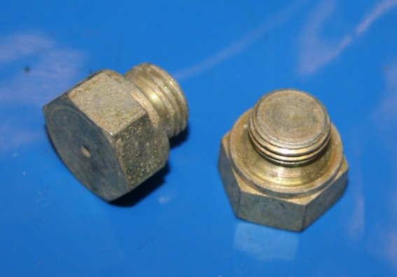 Verschlußschraube M10x1 Bremsverteiler R45 + Schwinge R50