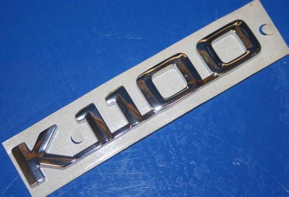 Plakette K1100 silber am Sitzheck