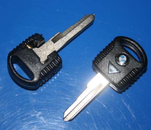 Schlüsselrohling Klapp 9/80- +K mit blau/weiß